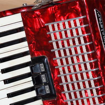 crvena harmonika