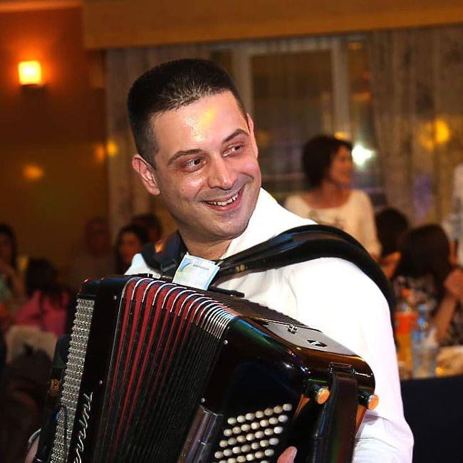 harmonikas svira brze pesme za najbolji bend za svadbe
